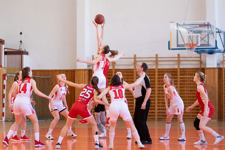 women's-basketball-game-time